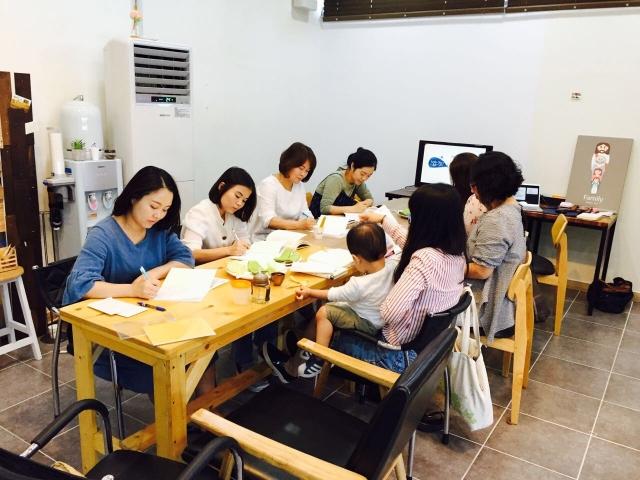 1 지역주민들이 참여하는 교회독서모임.jpg
