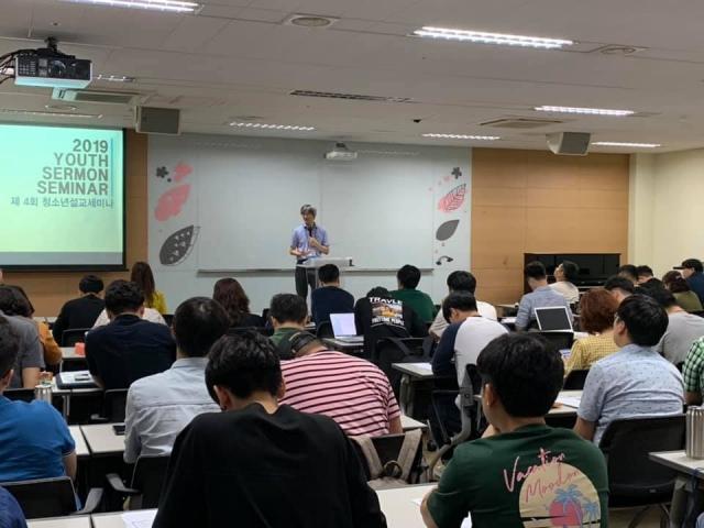 권연경 교수 강의 사진.jpg